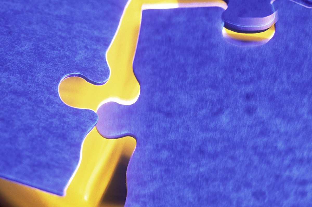 Jigsaw puzzle pieces snapping together